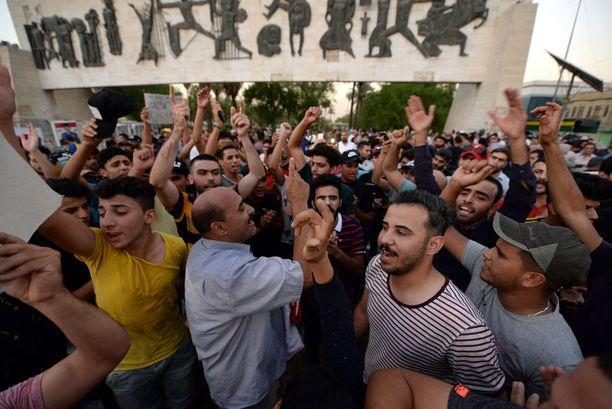 Levottomuudet ja mielenosoitukset jatkuvat Irakissa. Kuva Bagdadista keskiviikolta.