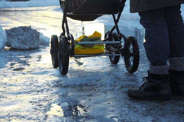 22-vuotias nainen unohti alle vuoden ikäisen lapsensa Pietarissa sijaitsevaan Pulkovon puistoon.