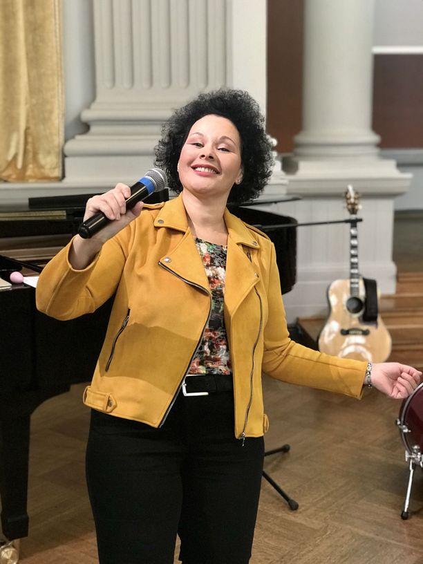 Bianca Moralesin viimeisin keikka oli marraskuussa G18-juhlasalissa Helsingissä. Hän tunnelmoi duona venäläisen pianistin, Zhenia Gimerin kanssa.