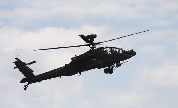 Harjoitusohjus putosi kuvan mukaisesta Yhdysvaltojen armeijan Apache-taisteluhelikopterista.