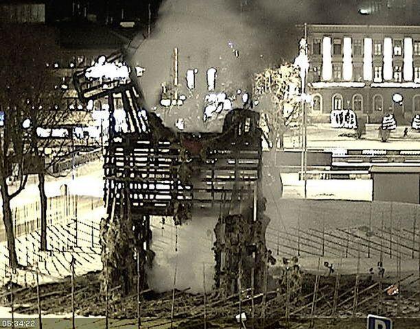 Olkipukki vaurioitui pahoin palossa. Kuva on Gävlen kaupungin nettikamerasta.