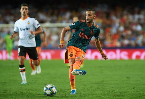 Ajaxin peli pyörii Hakim Ziyechin kautta.