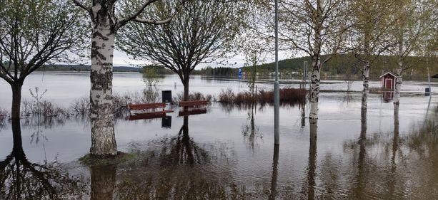 Tältä tilanne näytti sunnuntaina Rovaniemellä Lainaanrannassa.
