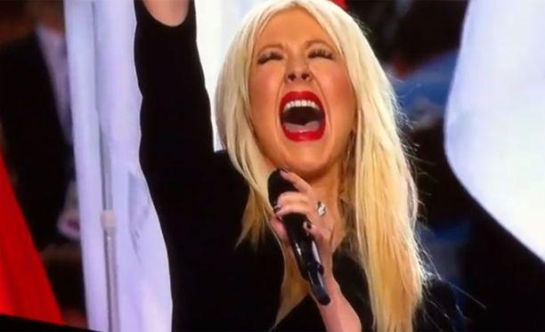 Christina esitti väärän version kansallishymnistä.
