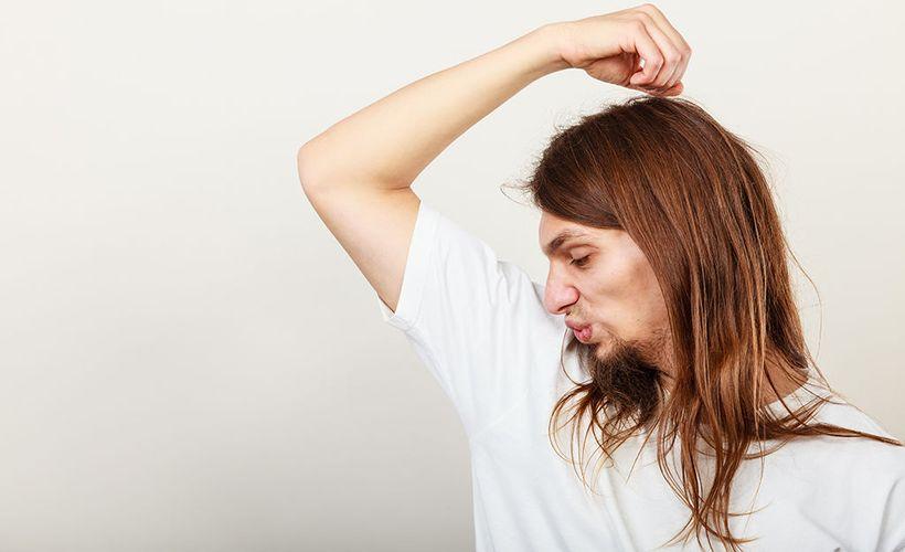 Onko hiki pilannut paitasi? Kokeile tätä kikkaa - ei muuten haise enää!