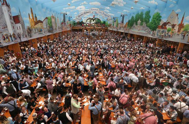 Suurimmat olutteltat vetävät jopa tuhansia ihmisiä.