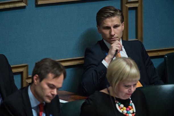 Oikeusministeri Antti Häkkänen (kok) on luvannut selvittää suostumuksen edellytystä raiskauksen määritelmässä.