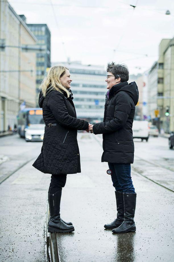 Tittamari Marttinen muutti Rovaniemelle rakkaansa perässä. Pari tuli Helsinkiin Vihdoinkin vihille -seremoniaa varten.