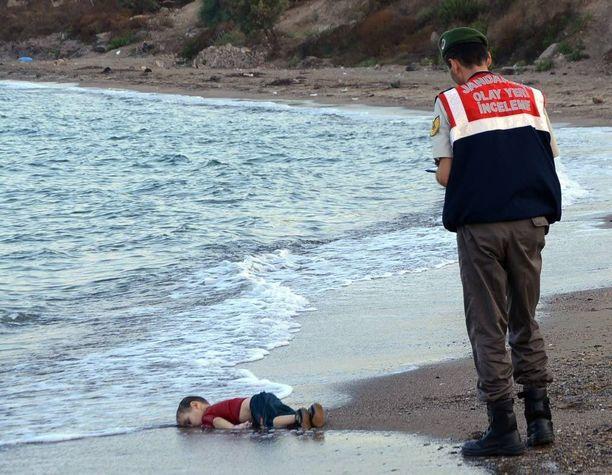 Viime syksynä pakomatkalla hukkuneen 3-vuotiaan syyrialaispojan kuva järkytti maailmaa.