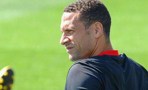 Rio Ferdinand edustaa kokemusta Englannin joukkueessa.