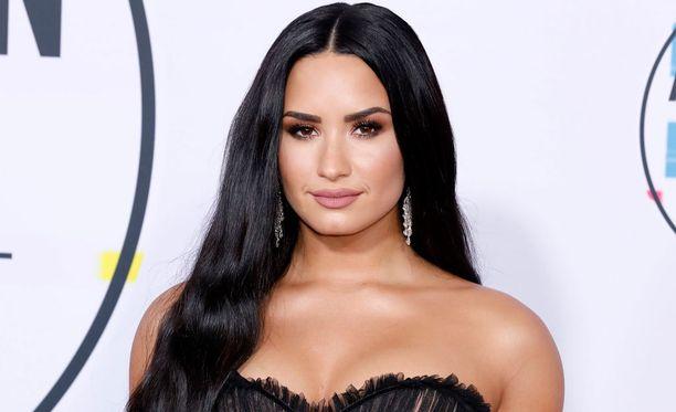 Demi on antanut Radar Onlinen mukaan potkut myös hänen nettitiimilleen.