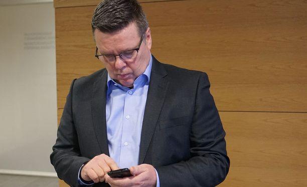 Asianajaja Juha-Pekka Hipin mukaan Malmin naisen kertomukset Aarniosta syntyivät esitutkinnassa tilanteessa, jossa häntä uhkasi kiinniotto ja jopa vangitseminen.