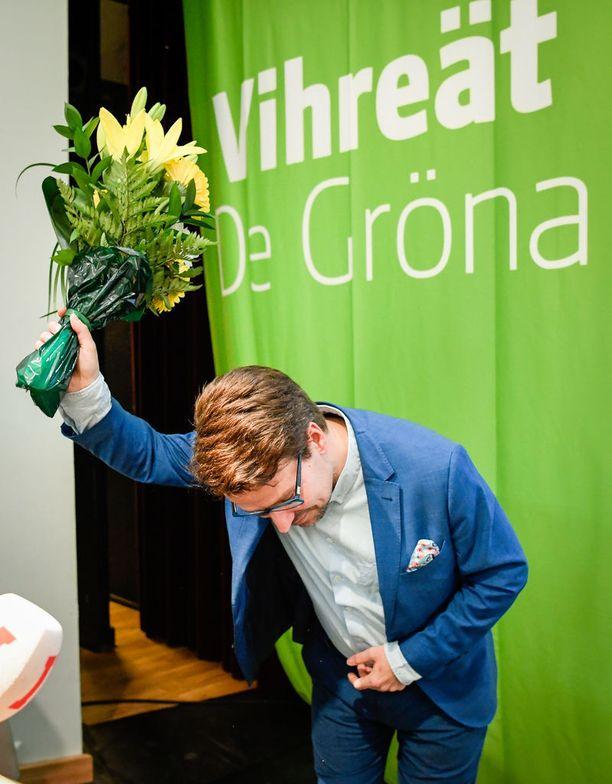 Vihreiden puheenjohtajan paikalta kesäkuussa väistynyt Ville Niinistö katsoo, että pääministeri Juha Sipilän (kesk) hallitus ajaa oikeistolaista talouskuripolitiikkaa, jossa menoja leikataan ilman, että mietitään, miten se tehdään.