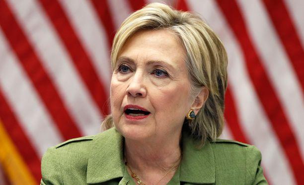 Hillary Clinton vältti syytteet sähköpostijupakassa.