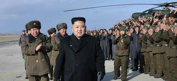 Kuvassa Pohjois-Korean johtaja Kim Jong Un (edessä).