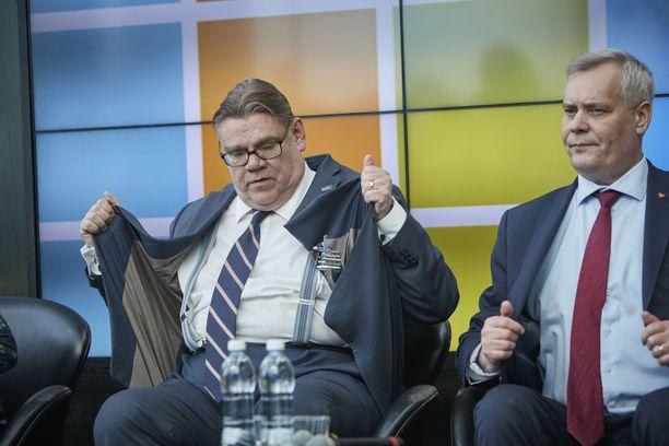 Timo Soini ei pidä Antti Rinteen hallituksen turvallisuuspoliittisista muotoiluista. Kuva puheenjohtajatentistä vuodelta 2017.