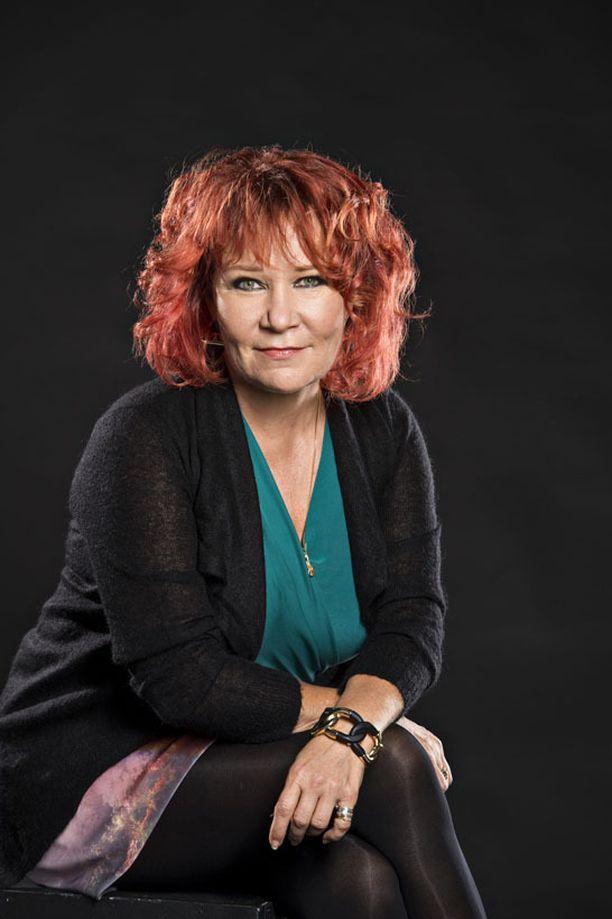 Laulaja Virve Rosti joutui käsittelemään lapsen kuolemaa noin 30 vuotta sitten.