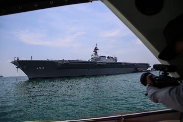 Japani suunnittelee muuttavansa Izumo-luokan aluksensa hävittäjäkäyttöön. Kuvassa JS Kaga.