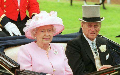 Näin huolellisesti kuninkaalliset perheet suojautuvat koronalta: Kotikoulu, peruttuja juhlia ja lomia, hanskat työntekijöillä...