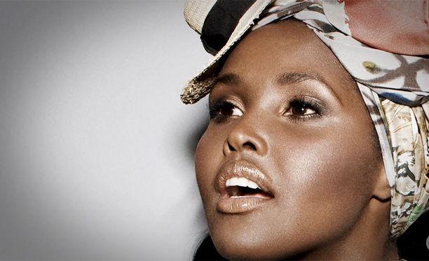 Ubah syntyi vuonna 1987 Somaliassa, josta hän muutti perheensä kanssa Kanadaan.