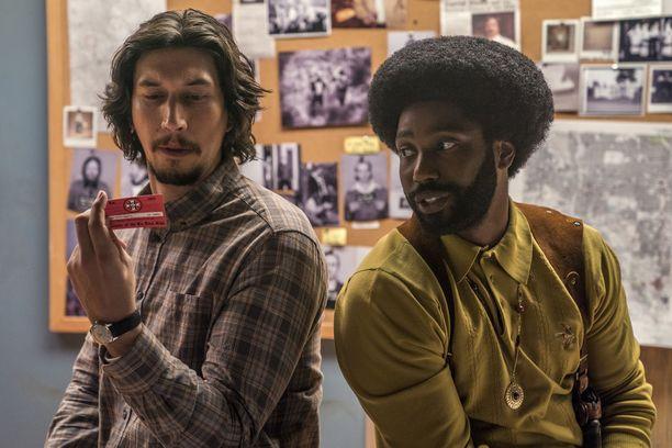 Adam Driver ja John David Washington esittävät elokuvassa poliiseja, jotka soluttautuvat Ku Klux Klaniin.
