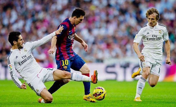 Isco (vas.), Leo Messi ja Luka Modric viihtyvät todennäköisesti kaikki sunnuntaina keskikentän alueella.