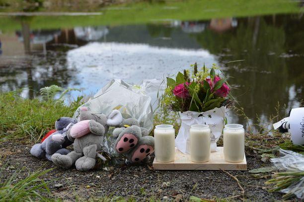Kolme 5-9-vuotiasta sisarusta hukkui tähän lampeen Saksan Neukirchenissä kesäkuussa 2016.