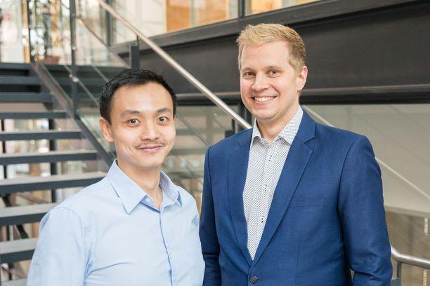 Dosentti, akatemiatutkija ja kvanttifyysikko Mikko Möttönen (oik.) ja tutkijatohtori Kuan Yen Tan ovat jälleen saavuttaneet yhden läpimurron kvanttitietokoneen luomisessa.