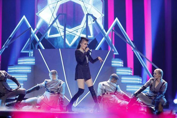 Saara Aallolla on brittien X Factorin ansiosta brittifaneja, mutta hänelle ei herunut finaalissa siitä huolimatta yleisöääniä Isosta-Britanniasta.
