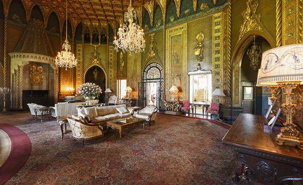 Talon rakennuttaja muro-miljardööri Marjorie Merriweather Post tuotatutti rakennusmateriaaleja, muun muassa marmoria ja tapetteja Italiasta.
