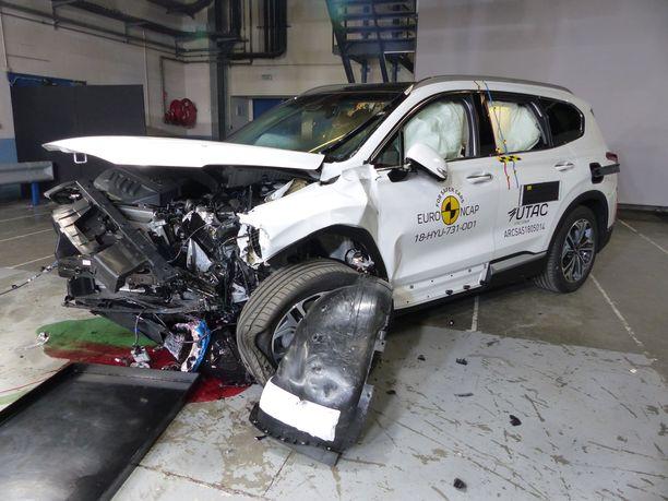 Hyundai Santa Fellä oli pieniä ongelmia sivuturvaverhojen kanssa, mutta tehdas on jo ryhtynyt korjaamaan ongelmaa.