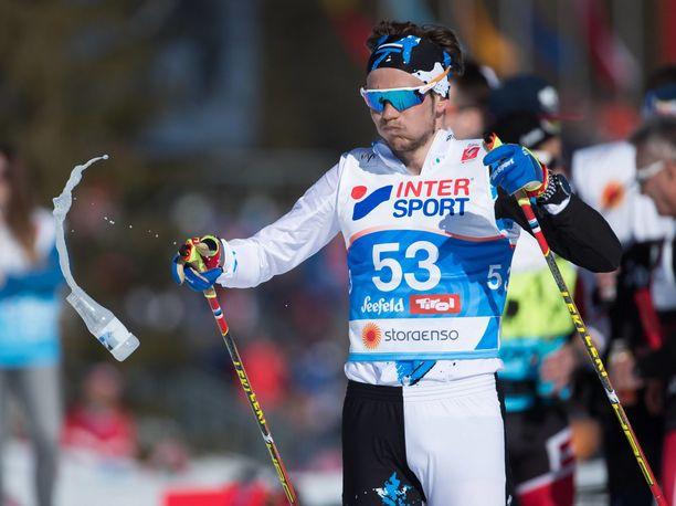 Andreas Veerpalu ehti kilpailla Seefeldin MM-kisoissa yhdistelmäkilpailussa ennen kuin poliisi otti hänet kiinni. Veerpalu sijoittui yhdistelmäkilpailussa sijalle 57.