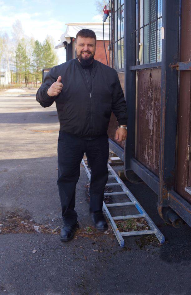 NYT Painonpudotukseen tarvitaan paljon kevyttä ruokaa sekä runsaasti liikuntaa, kertoo sadan kilon painonpudotukseen pyrkivä 52-vuotias Tatu Visuri.