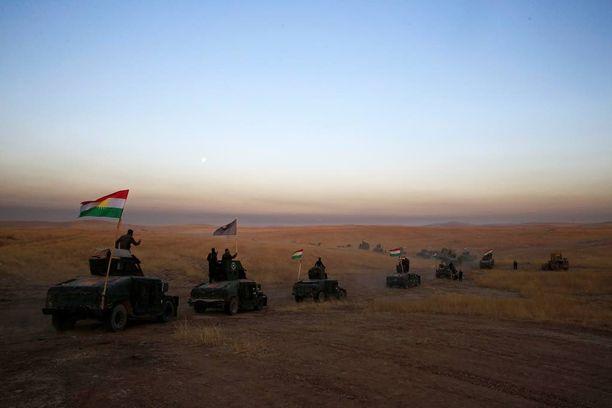"""""""Ratkaisevasta taistelusta"""" odotetaan veristä. Mosulin asukkaille on pudotettu ohjeita lentolehtien välityksellä."""