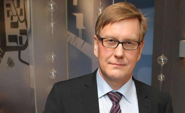 Ylen päätoimittaja Atte Jääskeläinen taipui pääministeri Juha Sipilän (kesk) painostuksen alla, vaikka ei sitä suostukaan myöntämään.