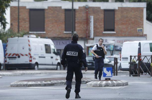 Terrorismin vastainen poliisi teki syyskuussa ratsian Villejuifissa Pariisin eteläpuolella ja takavarikoi räjähdysaineita ja niiden valmistamiseen käytettäviä kemikaaleja.
