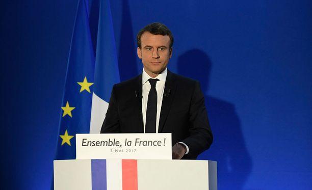Macron puhui kannattajilleen kampanjapäämajassaan Pariisissa vaalituloksen ratkettua.