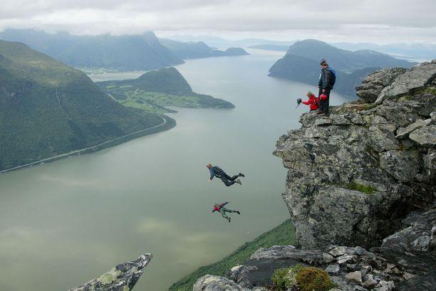 Norjan jylhät maisemat tarjoavat paljon paikkoja base-hyppyihin.