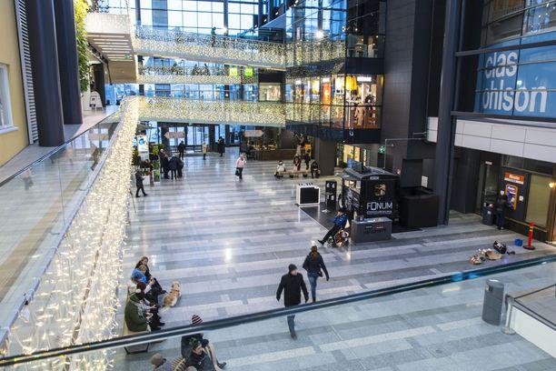 Seksuaalirikokset ovat järkyttäneet Oulussa niin paikallisia kuin maahanmuuttajiakin. Kuvituskuva kauppakeskus Valkeasta, joka on suosittu kohtaamispaikka.