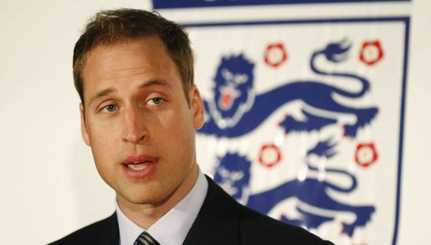 Prinssi William matkustaa mieluummin Etelä-AFrikkaan seuraamaan jalkapallon MM-kisoja kuin kuninkaallisiin häihin Ruotsiin.