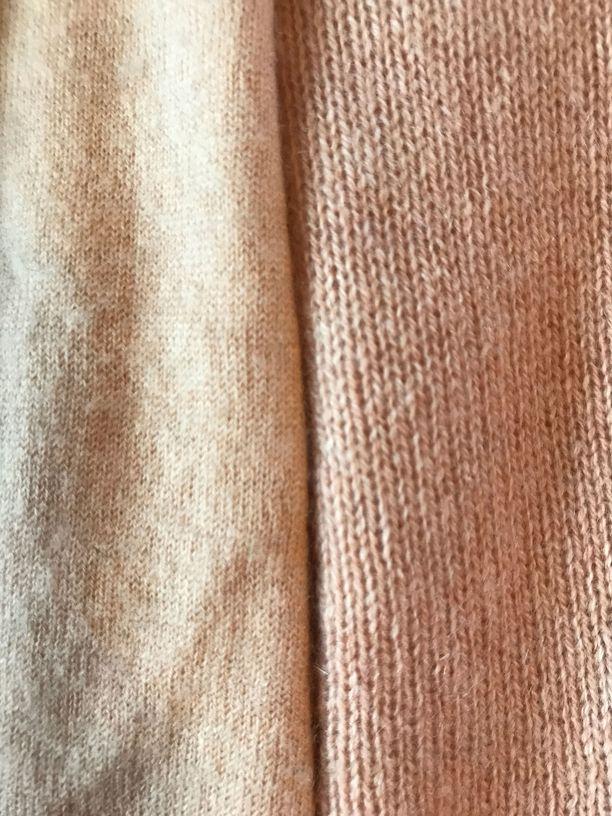 Langan paksuus kertoo kashmirin laadusta: mitä ohuempaa, sen hienompaa. Kuvassa vasemmalla tyyriimpi kashmirneule, oikealla Lidlin neule.