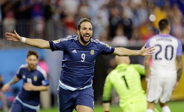 Gonzalo Higuain edustaa ensi kaudella Juventusta.