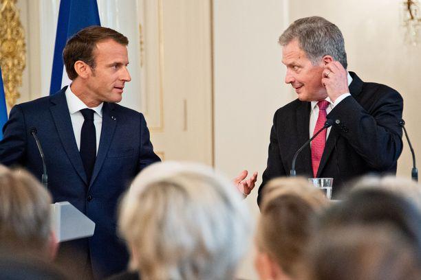 Suomesta Euroopan interventiosopimusta koskevan aiesopimuksen allekirjoitti Pariisissa keskiviikkona puolustusministeri  (sin). Asia oli jo aiemmin linjattu tasavallan presidentin ja valtioneuvoston ulko- ja turvallisuuspoliittisessa ministerivaliokunnassa.