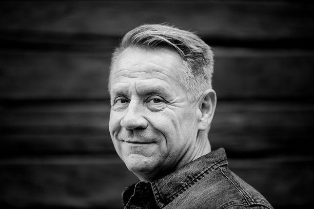 Olli Lindholmin kuolema kosketti monia suomalaisia miehiä. Ollilla oli uniapnea, ja nyt monet miehet miettivät, voisiko heilläkin olla sairaus.