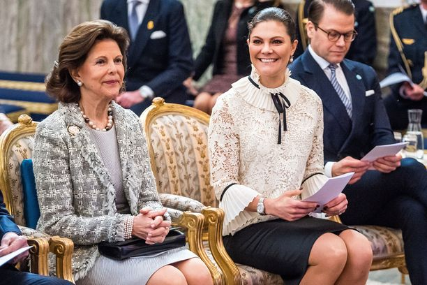 Silvia, Victoria ja Daniel juhlaseminaarissa.