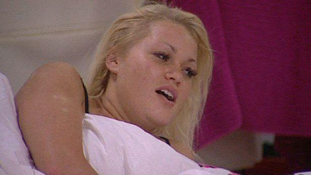 Iida Ketola on jaksanut meikata viidakossakin, mutta Big Brother -talossa vuonna 2009 blondi nähtiin meikittäkin.