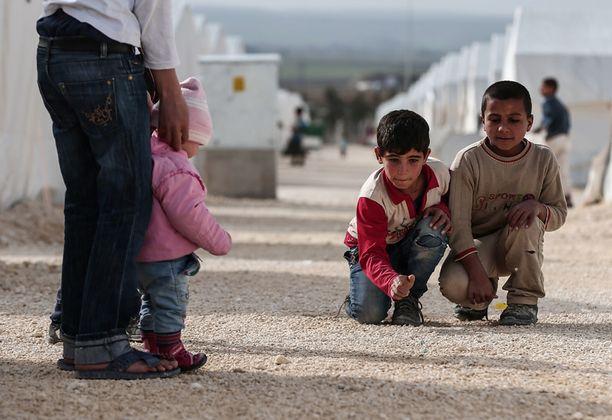 Isis on kaapannut tuhansia naisia ja lapsia ja pakottanut satojatuhansia ihmisiä pakolaisiksi. Kuva pakolaisleiriltä Turkista.
