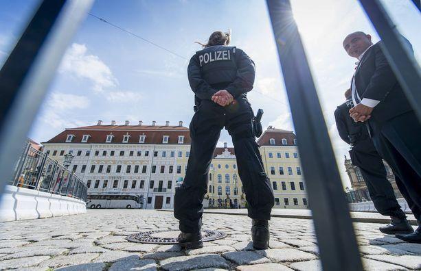 Kokouksissa on tarkat turvatoimet. Kuva vuoden 2016 Bilderberg-kokouksesta Saksassa.