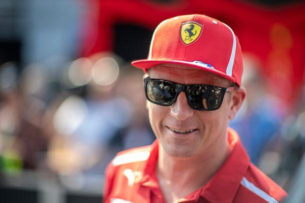 Kimi Räikkönen näytti suurmiehen elkeitä nuoren Mick Schumacherin seurassa.