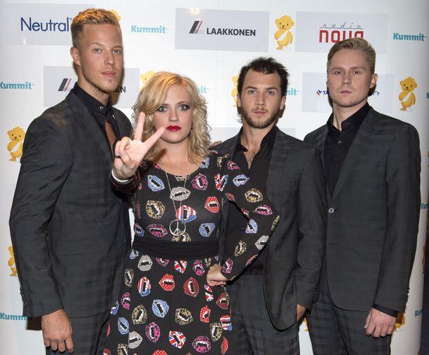 Haloo Helsinki on ollut aiemminkin mukana Elämä lapselle -konsertissa. Yhtye on myös käynyt vierailemassa esimerkiksi Helsingin lastenklinikalla.